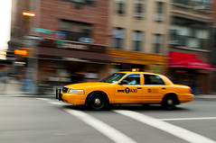 Taxi de New York (PhotoSophil) Tags: road urban usa newyork car town cityscape transport voiture ville routier lightroom paysageurbain pentaxk20d aproximitdesnationsunies
