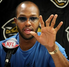 Torry Holt shows good hands