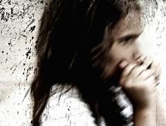 [フリー画像] 人物, 子供, 少女・女の子, グラフィックス, フォトアート, 横顔, ハーモニカ, 201007251300