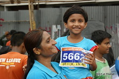 Proud Mother (Thane Mayor Marathon 2010) (Raju Bist) Tags: india mayor marathon maharashtra thane 2010