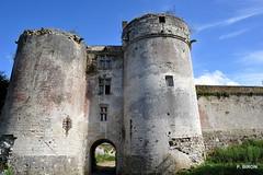 La Porte devers la ville - Chteau de Tancarville - Seine Maritime - Haute Normandie (Philippe_28 (maintenant sur ipernity)) Tags: france castle seine ruins maritime normandie normandy chteau burg 76 ruines tancarville
