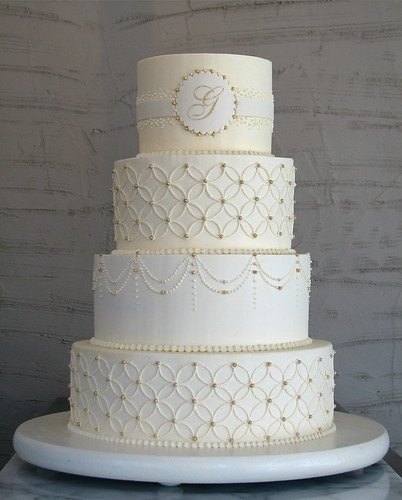 Overlapping Circles Wedding Cake