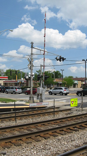 The 75th Avenue railroad crossing. Elmwood Park illinois. Late May 2010. by Eddie from Chicago