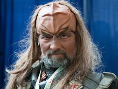 Klingon (San Diego Shooter) Tags: startrek portrait sandiego cosplay comiccon halloweencostumes comicconinternational costumeideas comiccon2010 sandiegocomiccon2010 comicconcostumes2010