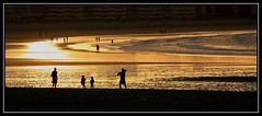 Playa La Salv.. LAREDO (RODRIMM) Tags: people beach water mar agua playa arena reflejo cantabria lasalve