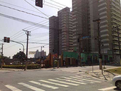 De um dia para outro, demoliram o prédio da esquina da Subprefeitura da Mooca