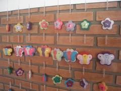 (Dona Chiquinha) Tags: cortina mobile fuxico feltro borboletas galinhas cocoric tero anjinhos