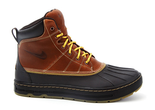 Nike-Woodside-Hiking-Boots-01