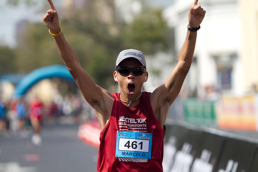 En el 2010 también capturamos imágenes del Maratón del Bicentenario. Marcelo Chaves de 30 años conquista la posición 14 en la categoría 42km. Mucha emoción luego de 03:50:35 de sacrificio.  (Tetsu Espósito - Asunción, Paraguay)