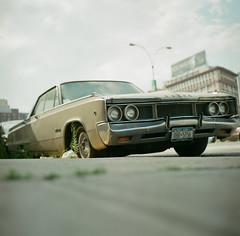 Abandoned on Tillary St, Brooklyn. (pexy) Tags: newyorkcity newyork classic car brooklyn mediumformat photography rolleicordvb fujipro160c pexy authordavidpexton