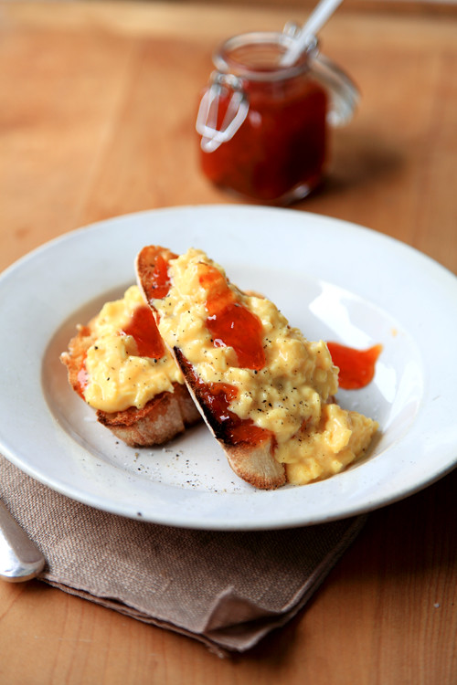 :: My Perfect Scrambled Eggs with Chilli Jam