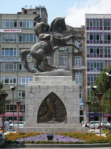 DSCN0081 Monument à Atatürk