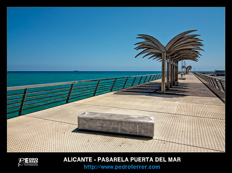 Alicante - Pasarela Puerta del Mar - El cazador de bancos - Bench Hunter part XXVII