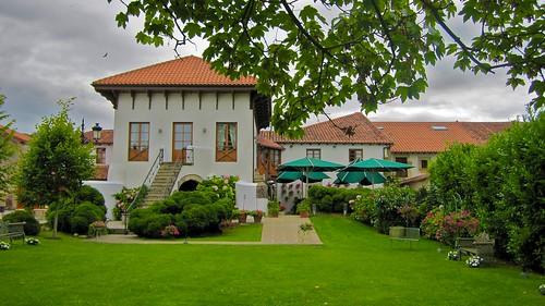 Jardines - Restaurante Cenador de Amós - Villaverde de Pontones - Cantabria