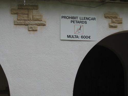 Cartel en la iglesia particular de VIlla Urrutia. L'Albiol.