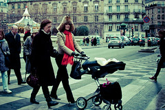 In the modern 80's (Origami Be@r) Tags: street old portrait baby paris france girl modern photography shot d70 candid chapka