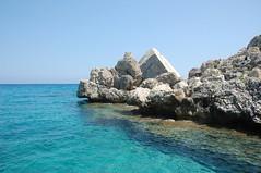 cala goloritz (Antonio_Trogu) Tags: sardegna italien blue sea sky italy beach rocks italia day mare sardinia clear shore cielo rocce azzurro spiaggia italie sardinien 2010 scogli baunei ogliastra golfodiorosei nikon18200 nikond40 trogu antoniotrogu