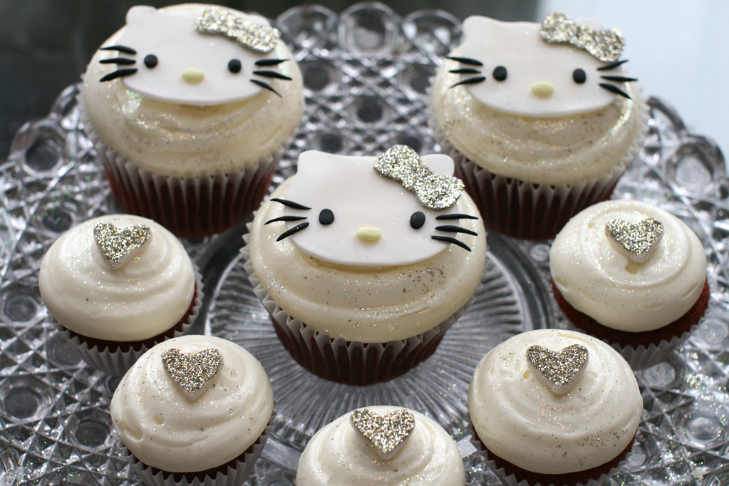 Hello Kitty Cupcake Coloring Pages : Hello kitty cupcakes with glitter barrettes