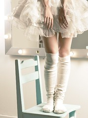 (maria flash) Tags: light ballet luz socks mirror hands chair maria flash lightbulbs manos silla espejo delicate tutu elisa medias duque delicado tul bombillos