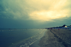 Venuto dal sole o da spiagge gelate... (Juno MacG.) Tags: summer italy beach rain yellow clouds landscape estate breeze brezza puglia spiaggia paesaggio onde ferragosto schiuma gargano wonderfulworld bagnasciuga siponto
