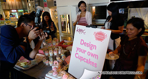 DIY cupcakes to take home - How clever right? It was an instant hit with the ladies.