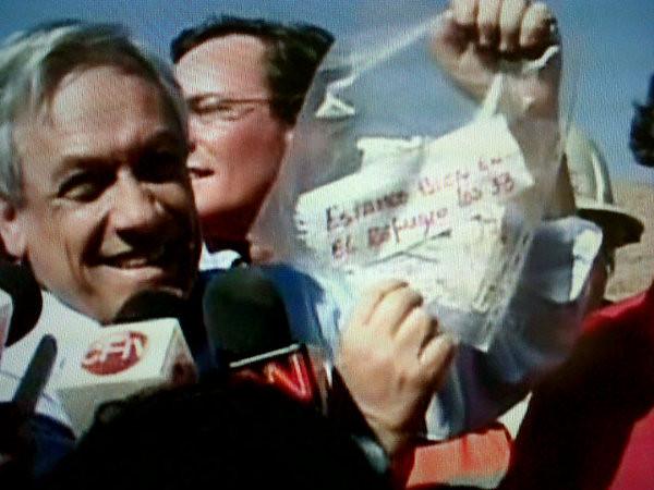 Presidente Piñera mensaje papel 33 mineros