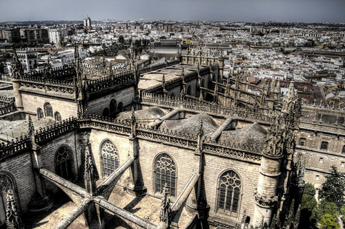 View and cathedral of Seville. Vista y catedral de Sevilla