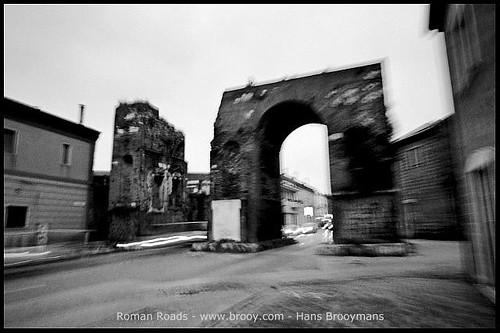 Via Appia: Arch of Hadrianus (Santa Maria Capua Vetere, 2010)