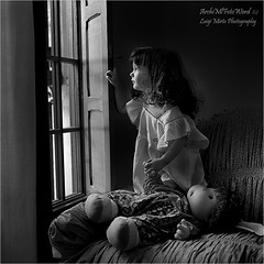 Guardando dalla finestra - Looking out the window (.Luigi Mirto/ArchiMlFotoWord) Tags: leica light portrait people blackandwhite bw holiday eye window girl canon eyes nikon bravo doll italia colore foto arte expres
