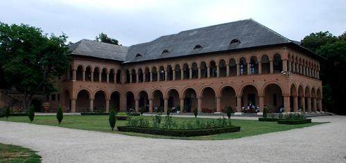 casa de oaspeti din curtea palatului