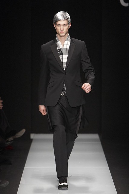 Theo Hall3095_FW11_Milan_Carlo Pignatelli Outside(Simply Male Models)