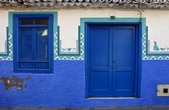 Fachada del Puerto (John LaMotte) Tags: fachada puerta porta door ventana window janela fenêtre puertodelacruz tenerife infinitexposure islascanarias azul añil