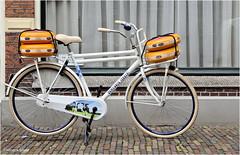 Cheesy Bike (Hindrik S) Tags: bike bicycle fyts fiets rad cheese tsiis käse kaas goudse gouda streetphoto strjitfotografy streetphotography strjitte straat strasse street lonelybike sony kleinekerkstraat leeuwarden ljouwert liwwadden 2017