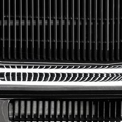 cadillac (zeh.hah.es.) Tags: zurich zürich kreis5 bw bn sw schweiz switzerland auto car cadillac kühlergrill stossstange fender radiatorgrill frontbumper spiegelung reflection vertical vertikal verticals vertikalen