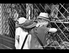LUcca/05 (giovanna ianniello) Tags: city italy hat children bambini lucca negozio bianco nero città cappelli scorcibn nikond3000
