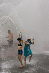 Seattle Center Fountain (seattlec2) Tags: water fountain beads pride seattlecenter pridefest canonef24105mmf4lisusm canoneos40d