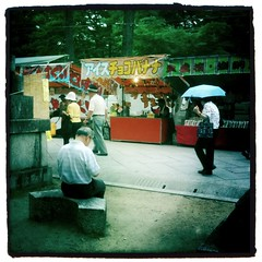 (Masahiro Makino) Tags: people apple japan kyoto snap   fleamarket 3gs  iphone   kitanotenmangushrine   photoshopcommobile hipstamatic