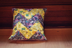 Zig-Zag Pillow (tidytipsy) Tags: sewing pillows fabric voile zigzag cushions annamariahorner littlefolks