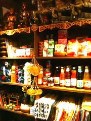 物販棚。中々に魅力的な商品が溢れております。 #sntn