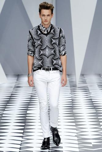 SS11_Milan_Versace0036_Jakob Hybholt(VOGUEcom)