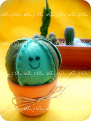 { Alfineteiro cacto } (Artes by Dani) Tags: handmade artesanato felt pincushion feltro cacto alfineteiro cactuspincushion artesbydani alfineteirocacto