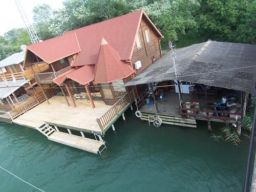 Casas en el agua en Ada Bojana