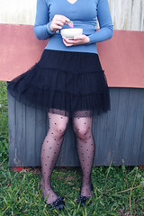. (Honey Pie!) Tags: blue woman girl grass azul sweater shoes candy heart legs mulher tights skirt polkadots bolinhas romantic pernas garota doghouse doce saia sueter sapatilha casinhadecachorro meiacala melinadesouza heartstights