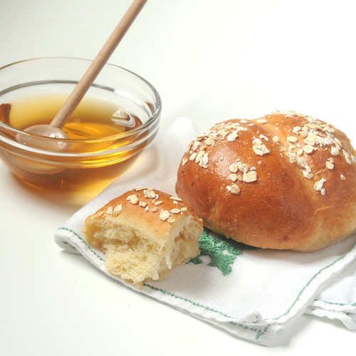oatmeal rolls with honey