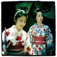 (Masahiro Makino) Tags: apple festival japan kyoto grand snap parade explore maiko  yukata  kimono gion frontpage matsuri 3gs iphone    kyoka   photoshopcommobile hipstamatic oshikomisan