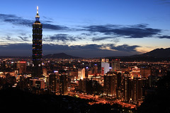 Taipei City, Taiwan (willteeyang) Tags: sunset night taiwan taipei taipei101 longshutter cpl blackcard sooc mtelephant colortemp canon1635lii canon550d