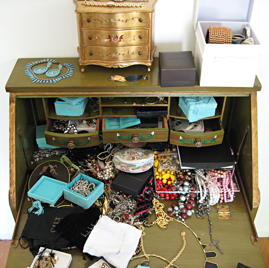accessory desk before