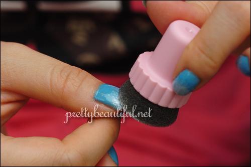 using sponge to transfer color