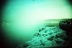 Cataratas do Niágara (feferronato) Tags: camera trip winter snow canada cold film ice gelo nature water água analog 35mm vintage landscape landscapes frozen lomo xpro lomography analógica do slim cross natureza wide over spot tourist canadian paisagem niagara falls neve viagem cataratas overexposed 100 analogue filme 135 process fujichrome inverno provia vivitar ultra frio exposed passeio analogica canadá paisagens câmera lomostyle pontos lomografia 100f 100iso viragem congelada niágara congeladas turisticos turísticos wideslim