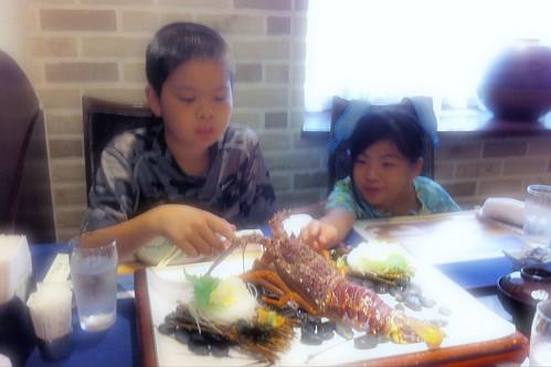 神戸の時よく行った中納言。明後日息子の誕生日なので昼間っから活け伊勢海老料理。